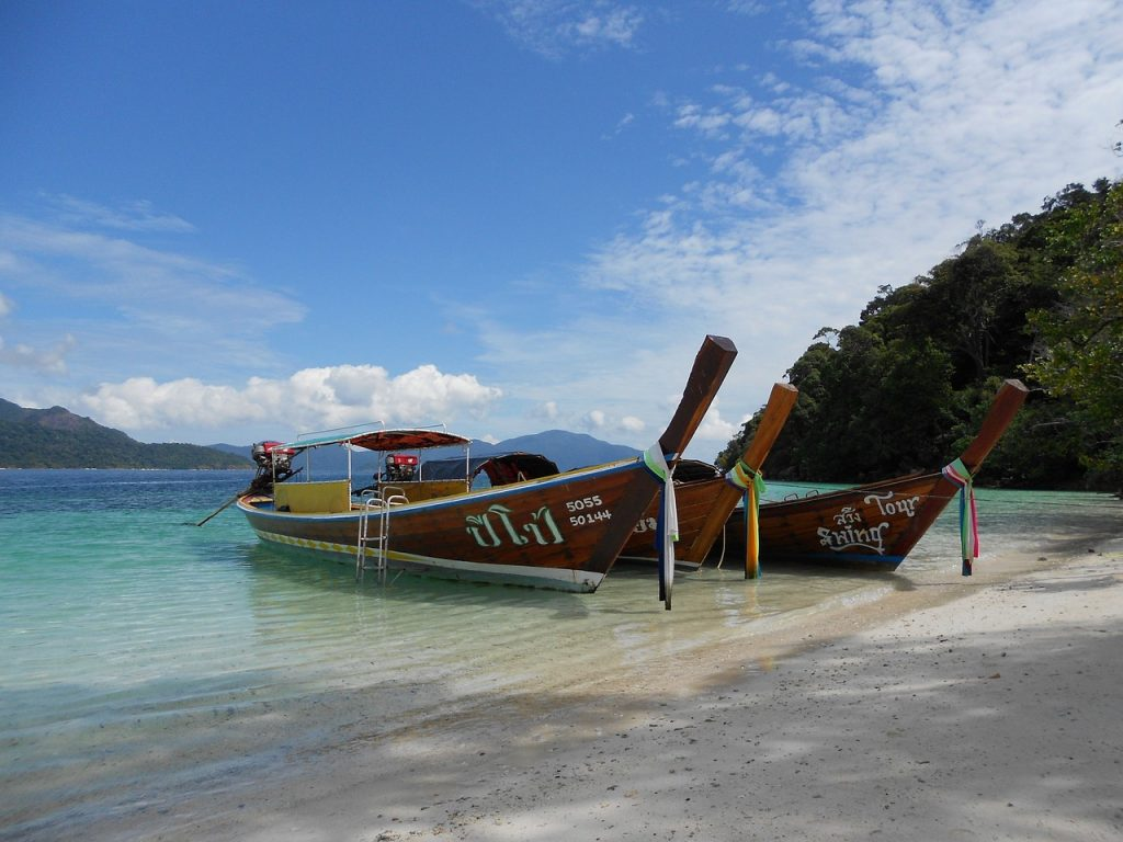 Photo of boats in Thailand - how to get cheap flights